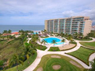 LUXURY APARTMENT WITH HOTEL FACILITIES - DEL CANTO, Nuevo Vallarta