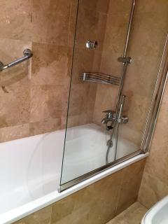 Master bathroom - bath and shower, WC, bidet, sink - hairdryer available