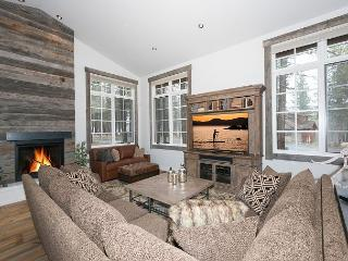 NEW LISTING - Gorgeous 3 BR 2.5 Bath Luxury Home in Gray's Crossing, Truckee