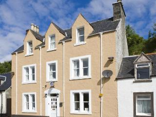 Family room in guest house sleeps 4 B & B, Portree