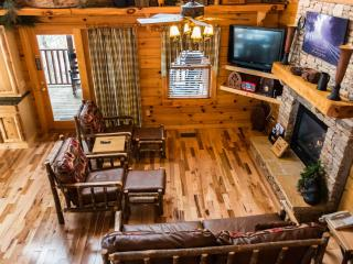 LUXURY 3 LEVEL CABIN w/PANORAMIC MOUNTAIN VIEWS!, Sevierville