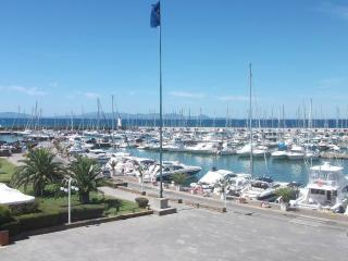 Fronte mare su piazzetta porto
