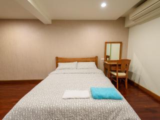 Spacious 2 Bedroom @ Ploenciht, Bangkok