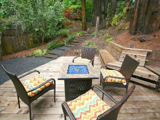 """Mystic Cottage""Soaring views,hot tub,Near River/Vineyards!, Monte Rio"