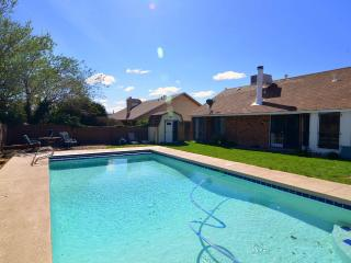 Perfect location, pool, park, 3 br 2bth parking, Albuquerque