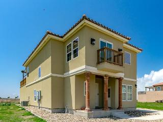 Spacious & Beachy 4BR Home in Port Aransas with Boardwalk to the Beach