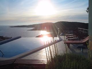 Villa Mili with pool and sea view, Rogoznica