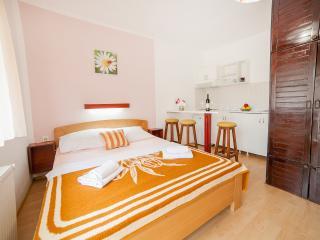 Accommodation Petrovic-Triple Studio with Balcony2, Budva