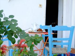 Simple home in authentic Cretan village, Pirgos Psilonerou