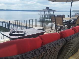 Seneca  Lake Escape-Stunning Post & Beam