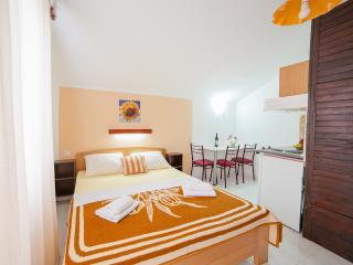 Accommodation Petrovic-Triple Studio with Balcony7, Budva