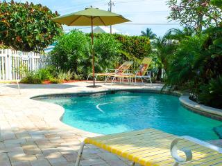 A Turtle Place - Pool Beach House on the island, Holmes Beach