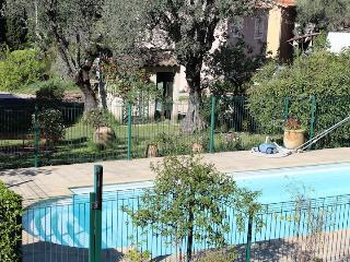 Lovely 2 bedroom ground floor apartment with pool, Vence