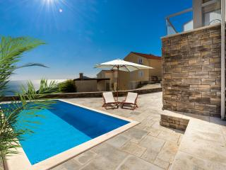 Villa Capitano-Duplex Three Bedroom Apartment, Mlini