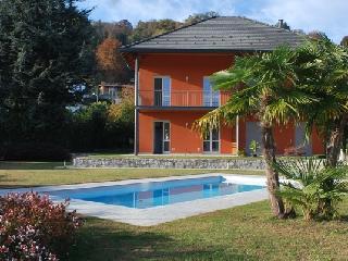 Nuova Villa con piscina condominiale, Lesa