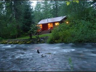 Creekside-luxury hot tub, wifi, fireplace, Ashford
