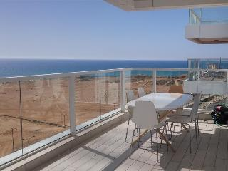 Briga Yam - Luxury Condo with pool, Ir Yamim, EM09KP