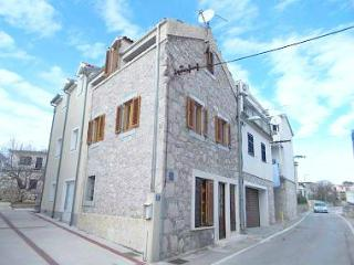 Lovely attic apartment, very center, seaview, Vodice