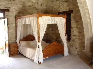 All of Romios Apartments have comfortable, beautiful Traditional Cypriot Four Poster Double  beds.