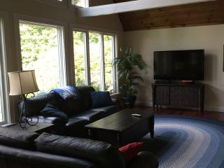 Bring the Entire Family-Huge Waterfront House, Buzzards Bay