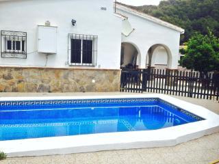 Casa rural con piscina y barbacoa. Nerja. Relax