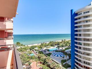 Oceanfront loft-style condo w/direct beach access, 2 pools!