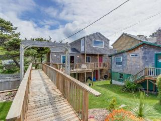 Comfy, dog-friendly house with ocean views & large deck!, Neskowin