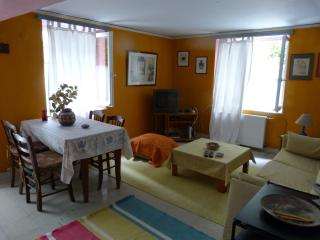 COZY APARTMENT 82 SM, Mytilene