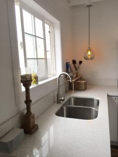 Kitchen - Quartz Counter Top