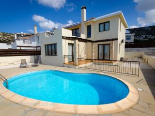 Holiday with pool and sea views in Peyia