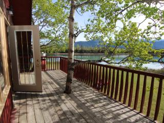 4 Bedroom Kananaskis Ranch on Bow River | BBQ, Balcony + Billiards