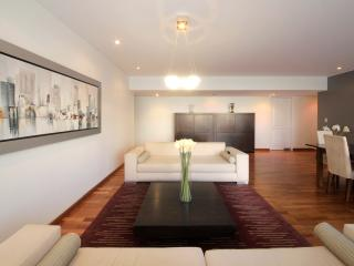 MV4: Condo in the best location!!