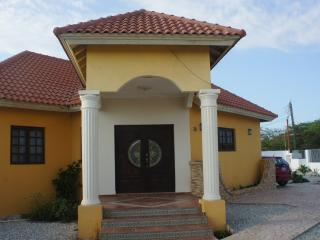 Casa Sola 1 km ~0.5 mi to Beach in Opal 3br 2 bath, Noord