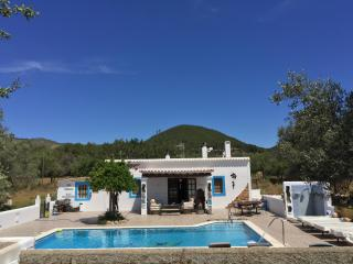 Magica casa payesa  con piscina sin vecinos WIFI, Santa Eulalia del Río