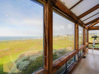 Large oceanfront home w/ hot tub, courtyard, deck & views!, Sea Ranch