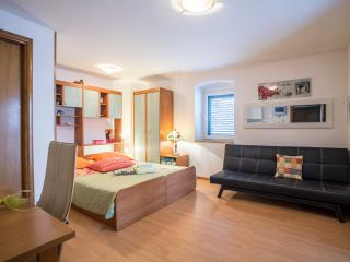 Split center apartment 3 just 3 min away from sea