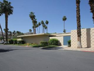 Best Rate - Golf Resort Spacious and Bright Condo, Palm Springs
