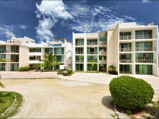 Acacia 103, 2 bedrooms at few step from the beach, Playa Paraiso
