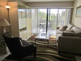 Views of the Pool and out to the Bay from this Cozy Condo!, Isla Marco