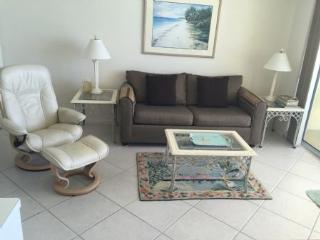 WOW...perfect condo with glorious balcony views of Gulf Sunsets !, Isla Marco