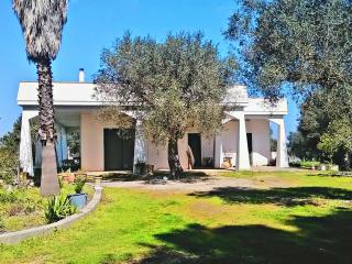 Villa immersa nel verde, Corigliano d'Otranto