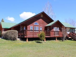 This 3 bedroom vacation home in Pagosa Springs offers a central location to many activities and beautiful views.