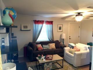 Stylish, Comfy & Super Clean 2 Bedroom Condo!, Austin