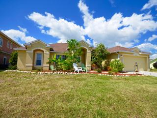 Villa D Tuscany ~ 4 Bedroom Pool Home, Cape Coral