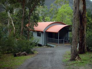 A Heavenly Escape, Halls Gap