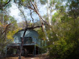 A Heavenly Escape: Secluded, Luxurious, Beautiful & a short walk from Halls Gap