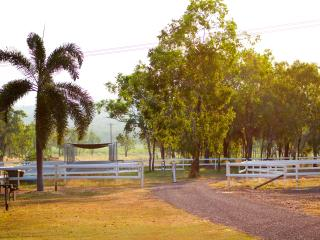 Oakey Downs Retreat - Self contained Cabin, Darwin