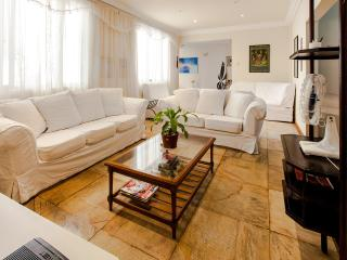 Four bedroom flat, Av Atlantica, Copacabana