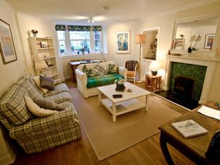 Lovely Central Flat on Broughton St - Sleeps 4, Edimburgo