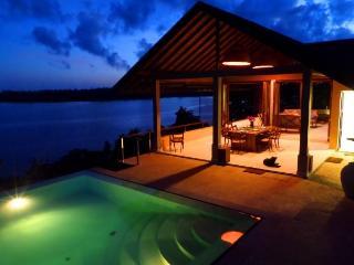 Serene Double room ensuite. Sea Heart House on Koggala Lake!